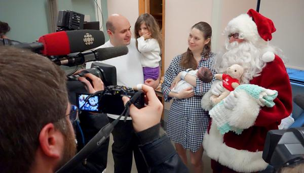 In what has become a well-known Vancouver Christmas tradition, Santa Claus (Dal Richards) visited the Maternity Centre at St. Paul's Hospital on Tuesday, December 17.